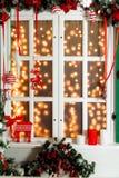 Il Natale ha decorato la finestra Immagini Stock Libere da Diritti
