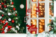 Il Natale ha decorato il portico Immagine Stock