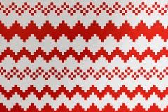 Il Natale ha disegnato l'ornamento di struttura con gli attributi di bianco e rossi Immagini Stock