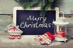 Il Natale ha tricottato la decorazione con la candela Fotografia Stock