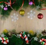 Il Natale incornicia con i bastoni della caramella Fotografie Stock Libere da Diritti