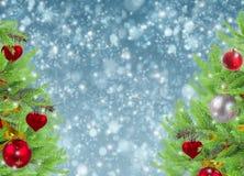 Il Natale incornicia con l'albero e la neve di abete Fotografia Stock
