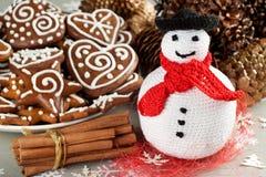 Il Natale lavora all'uncinetto il pupazzo di neve Fotografie Stock Libere da Diritti
