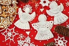 Il Natale lavora all'uncinetto le decorazioni Fotografie Stock Libere da Diritti