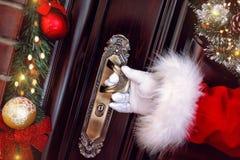 Il Natale, le feste ed il concetto della gente arriva Santa Claus fotografia stock libera da diritti