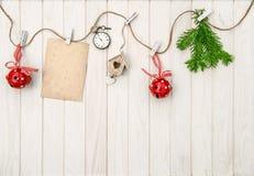 Il natale orna la cartolina d'auguri Filiali dell'albero di Natale Fotografia Stock Libera da Diritti