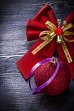 Il Natale piega il giocattolo sul concetto di feste del bordo di legno Fotografia Stock