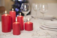 Il Natale presenta con le candele a casa Fotografia Stock Libera da Diritti