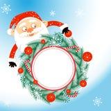Il Natale Santa Claus tiene una corona di natale Immagine Stock Libera da Diritti