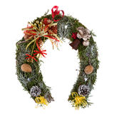 Il Natale si avvolge fatto di muschio sotto forma di un ferro di cavallo Immagine Stock
