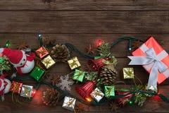 Il Natale team, decorazione rustica del fondo di Natale con snowm Fotografie Stock Libere da Diritti
