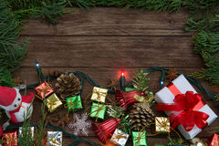 Il Natale team, decorazione rustica del fondo di Natale con snowm Immagini Stock