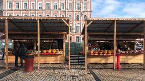 Il Natale tradizionale di Kiev giusto sul san Sofia quadra stock footage