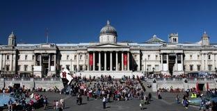 Il National Gallery nel quadrato di Trafalgar di Londra Fotografie Stock Libere da Diritti