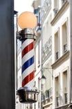 Il negozio di barbiere firma dentro Parigi Fotografie Stock Libere da Diritti
