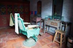 Il negozio di barbiere tradizionale della Cina Vecchio-ha disegnato il negozio di barbiere Fotografie Stock Libere da Diritti