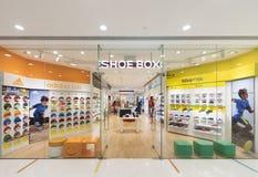 Il negozio di scarpe dei bambini del contenitore di scarpa in terminale dell'oceano, Hong Kong Fotografia Stock Libera da Diritti