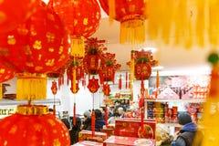 Il negozio a Londra ha decorato per il nuovo anno cinese immagine stock