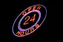 Il neon ?apre 24 ore? di segno Fotografia Stock