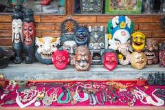 Il Nepal - 23 dicembre 2016:: diavolo della maschera per vendita al negozio di ricordo Fotografie Stock Libere da Diritti
