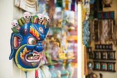 Il Nepal - 23 dicembre 2016:: maschera del diavolo per vendita al ricordo s Fotografie Stock Libere da Diritti