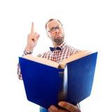 Il nerd ha imparato qualche cosa di nuovo dal libro immagini stock