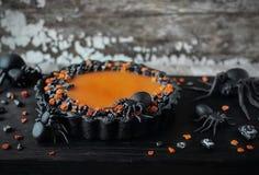 Il nero acido della zucca casalinga per Halloween fotografie stock