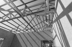 Il nero d'acciaio del tetto e White-15 Immagini Stock Libere da Diritti