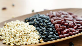 Il nero dei fagioli e il multigrain rossi dello strappo del lavoro protien l'alimento Fotografia Stock