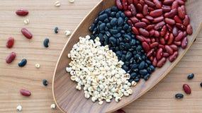 Il nero dei fagioli e il multigrain rossi dello strappo del lavoro protien l'alimento Immagine Stock Libera da Diritti