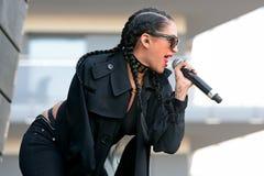 Il nero della porcellana (cantautore, rapper e modello industriali americani del cantante di schiocco) al festival di schiocco di Immagini Stock