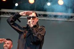Il nero della porcellana (cantautore, rapper e modello industriali americani del cantante di schiocco) al festival di schiocco di Fotografia Stock