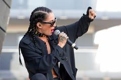 Il nero della porcellana (cantautore, rapper e modello industriali americani del cantante di schiocco) allo schiocco di Primavera Fotografia Stock