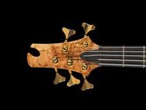 Il nero di legno modellato della testa motrice della chitarra bassa immagine stock libera da diritti