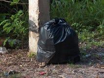 il nero di plastica dell'immondizia struttura l'insaccamento sporco immagine stock libera da diritti
