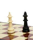Il nero di scacchi del gioco contro bianco Fotografia Stock