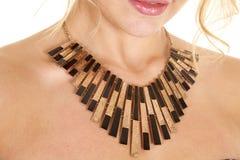 Il nero e collana dell'oro Fotografie Stock