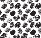 Il nero Grungy dei punti su bianco royalty illustrazione gratis