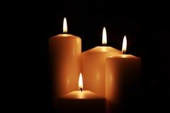 Il nero isolato luce della candela Fotografia Stock Libera da Diritti