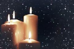Il nero isolato luce della candela con neve Fotografie Stock