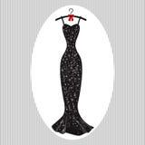 Il nero lungo del vestito da sera sui ganci Immagini Stock Libere da Diritti