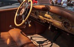 Il nero Packard 1940 al Car Show classico del trentaduesimo deposito annuale di Napoli immagine stock libera da diritti