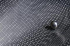 Il nero, priorità bassa checkered bianca con la sfera d'acciaio Fotografie Stock Libere da Diritti