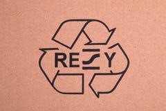 Il nero ricicla il simbolo su cartone Immagini Stock Libere da Diritti