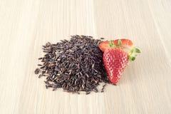 Il nero tailandese e fragola del riso Immagine Stock