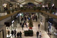 Il nero venerdì del centro commerciale di shopping di festa di Natale Fotografia Stock