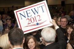 Il Newt tiene un segno dei sostenitori. Immagini Stock