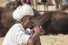 Il nomade indiano ha assistito al cammello annuale Mela di Pushkar fotografia stock