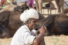 Il nomade indiano ha assistito al cammello annuale Mela di Pushkar fotografie stock