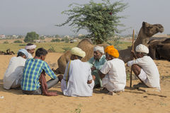 Il nomade indiano ha assistito al cammello annuale Mela di Pushkar fotografie stock libere da diritti
